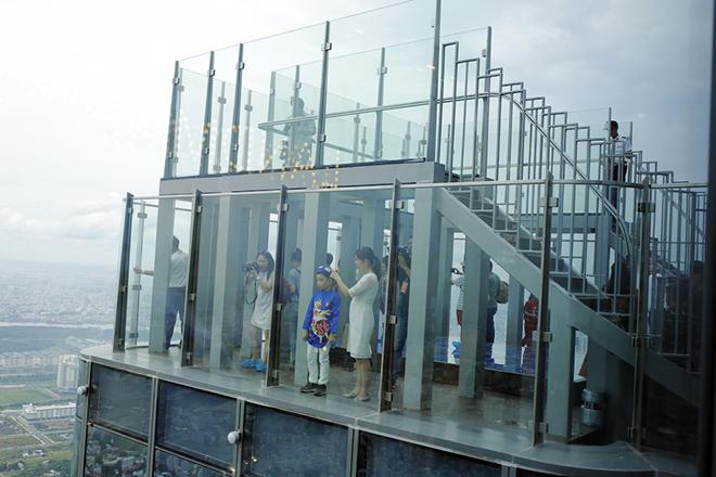 quan sát trong nhà trên tầng 81 của toàn nhà với tầm nhìn 360 độ