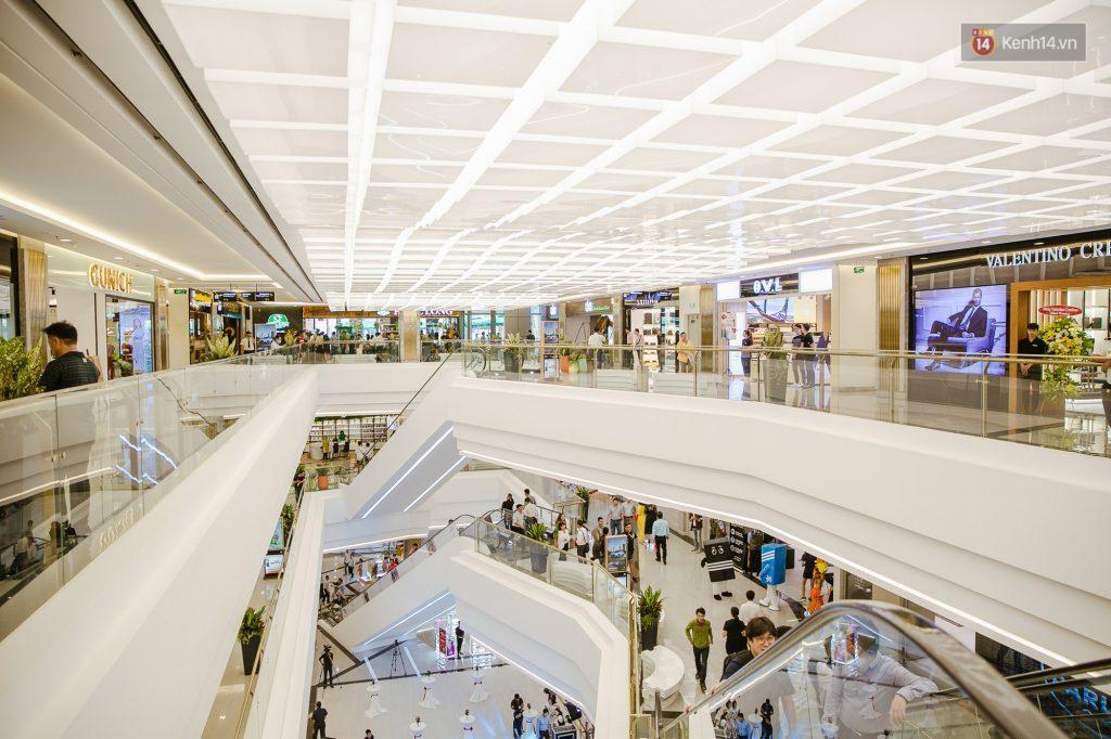 Khu mua sắm với các thương hiệu nổi tiếng