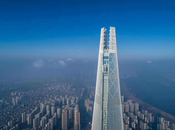 Lotte World Tower là tòa nhà cao nhất Hàn Quốc và là tòa nhà cao đứng thứ 5 trên thế giới